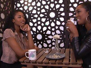 Ebony models Jamie Sullivan and Laytin Denton have nice sex