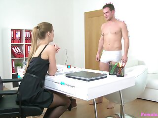 Job interview goes pretty hot for rub-down the greedy blonde