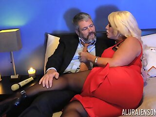 Offbeat dude anent pantyhose fucks bodacious woman Alura Jenson