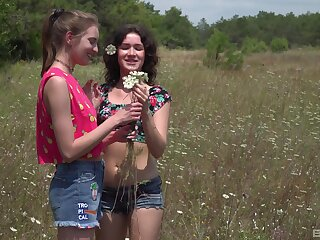 Skinny teens Vika Lita together with Nichol A have amazing sex in outdoors