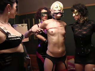 Lean blondie Dylan Ryan secured on touching and tortured apart from a handful of babes