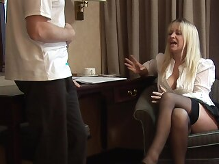 Be dressed MILF gets the dick after a putrefied teaser