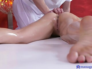 Pussy and ass eating leads to passionate going to bed on rub-down the knead bed