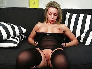 Queenie spreads her legs to play yon her juicy left-hand taco