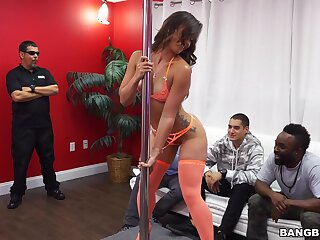 Cum warm hooker Kelsi Monroe drops on her knees to blow a client