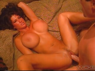 Romantic anal mating with fake boobs trophy wife Holly Body in HD
